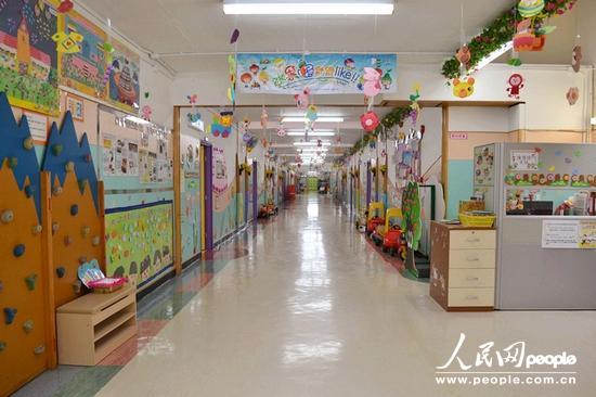 香港中文大学校友会联会张煊昌幼稚园创校于1991年,学校课室14间,在香港算规模较大的幼稚园,二十一年都是政府为其补贴地租。(陈典 摄)