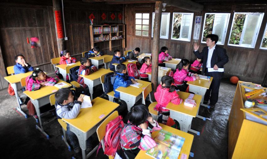 余启 余启贵/2月26日,余启贵在给孩子们上课。