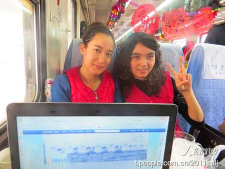 布置 美女 山东/济南—乌鲁木齐1085次列车上两位维吾尔族美女