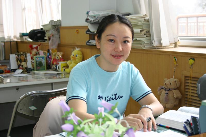 汪艳老师在办公室汪艳是北京八中的一名英语老师,她一图片
