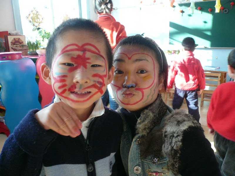 幼儿园小孩画脸谱的步骤
