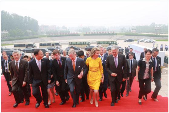 比利时国王携王后访问吉利学院种下友谊基因