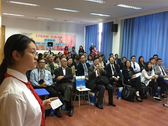 """举行沪港纪念二十周年""""香港中学校长论坛""""在上海回归高中英语手写图片"""