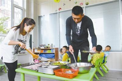 夫妻为民工孩子办免费幼儿园 累计免费660余万