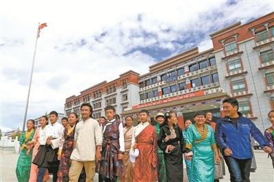 西藏:雪域高原唱响教育歌