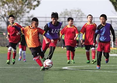 我国将再创建3万所校园足球特色学校