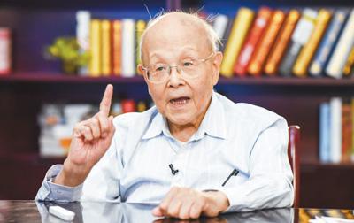 93岁教授坚持一线教学