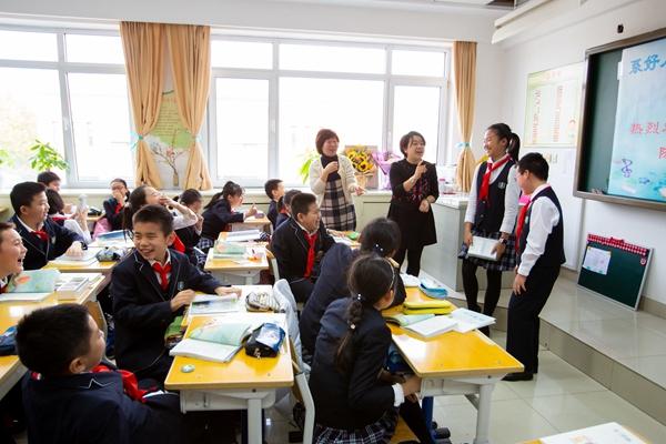 戏剧讲座走进课堂 小学生感受艺术魅力