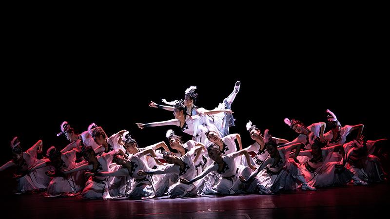 中央民族大学舞蹈学院专场演出在国家大剧院上演  凝练了我国各民族舞蹈艺术精华