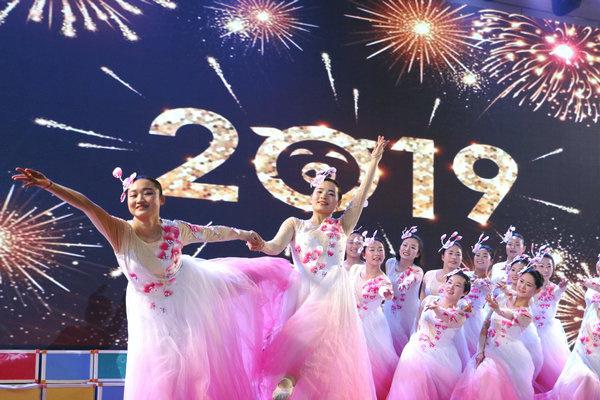 幼儿教师编排舞蹈 礼赞幸福中国