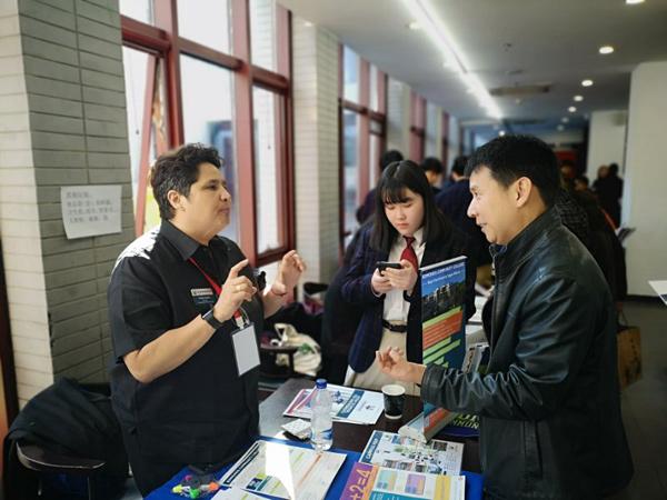 美国驻华使馆官员:进入排名高的学校并不意味着成功
