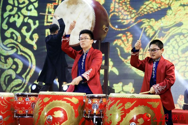 北京四中国乐团中国鼓《鼓威》表演 那佳/摄