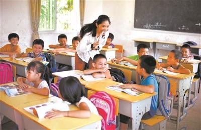 有志青年投身教育事业 青年教师掠影