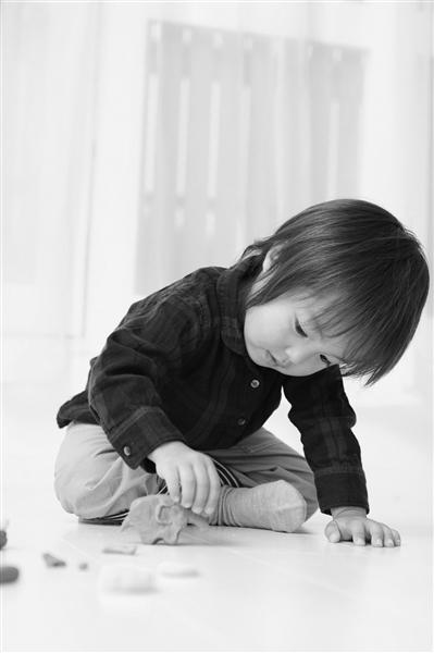 """""""泥""""类玩具含硼砂 别再让孩子玩水晶泥"""