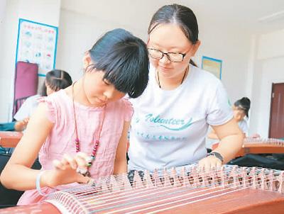 大学生暑期支教美育课程丰富孩子暑期生活