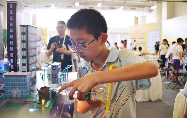 青年双创大赛少年精品展评开幕 小小科技作品精彩亮相