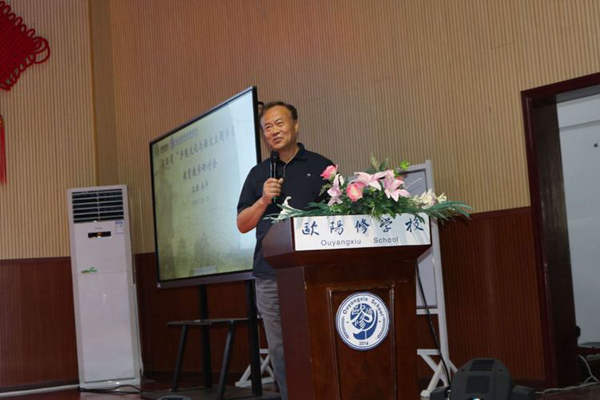 刘长铭:教育不仅是让学生获得知识和能力还要培育情感、心灵和灵魂