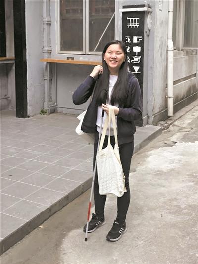 广东首位盲人高考生终圆大学梦