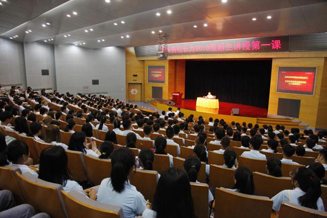 北京吉利学院校长王兴贵:相信自己、放飞梦想