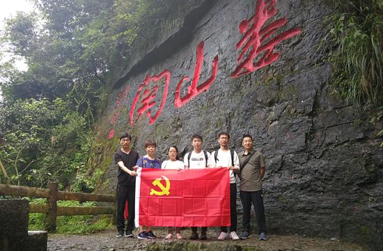 北京工业大学师生重走革命路 用奋斗擦亮青春底色