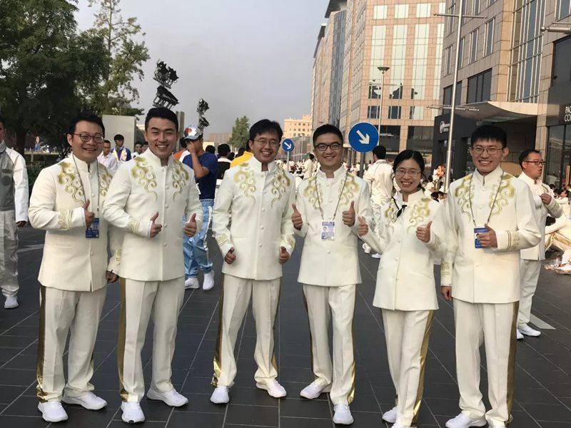 用最美的青春庆祝新中国成立70周年