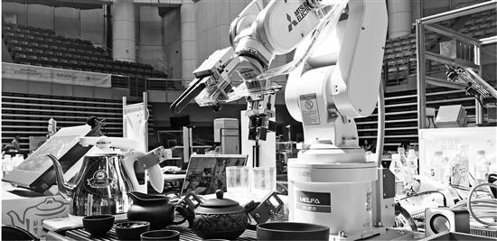 浙大学生研发茶道机器人不仅会泡茶还能唱小曲