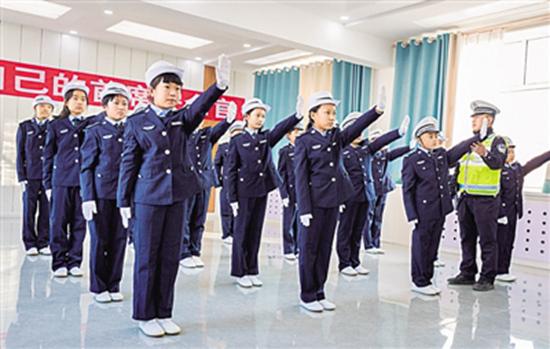 內蒙古呼和浩特小學生學習交通安全知識