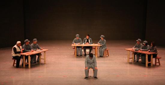 西北政法大学原创话剧《庄严的审判》在延安公演