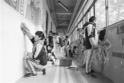 """南京市力学小学:推行""""午间劳动十分钟"""""""