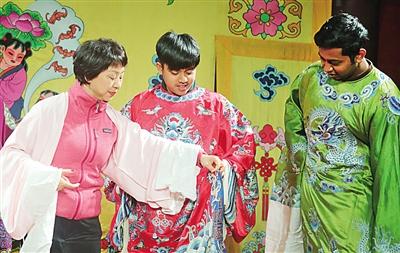 南通科技職業學院留學生感受京劇魅力