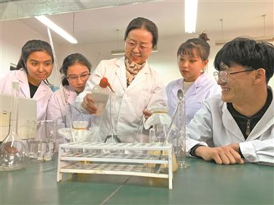 新疆:建優質校打造職教排頭兵