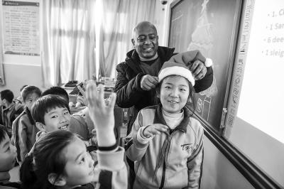 """孩子和外教各出高招,孩子们学的不再是""""哑巴""""英语"""