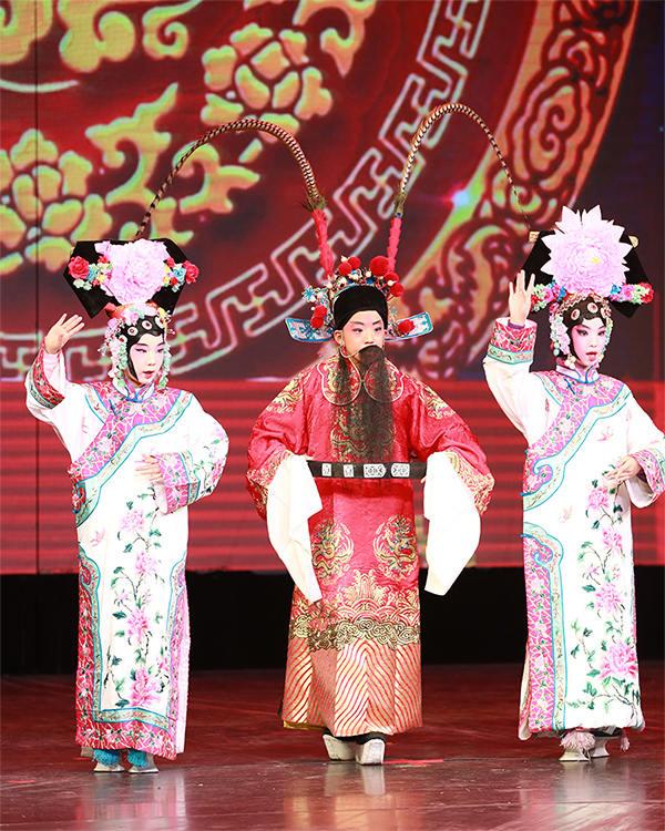 呼家楼中心小学团结湖分校举办第五届学校文化节暨第一届京剧节(主办方供图)