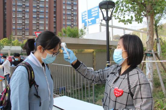 """北京高三学子结束了超长假期"""",迎来浓墨重彩""""第一课"""""""