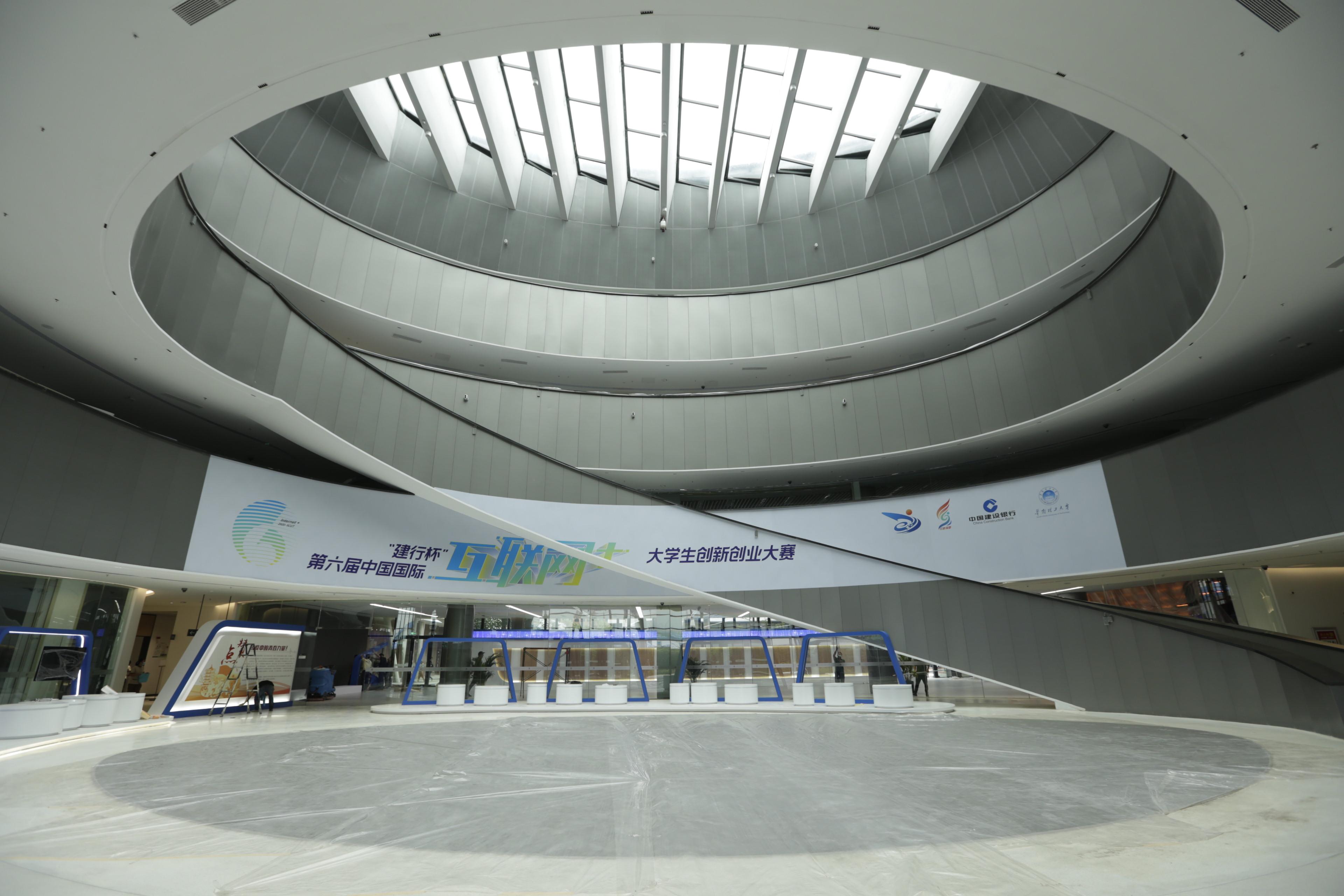 """第六届中国国际""""互联网+""""大学生创新创业大赛总决赛开幕"""