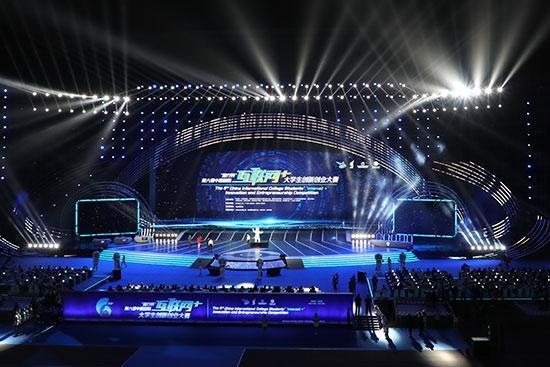 """第六届中国国际""""互联网+""""大学生创新创业大赛现场。(照片由大赛主办方提供)"""