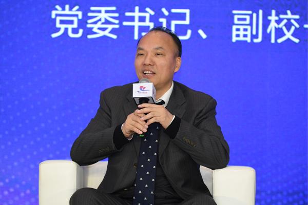 深圳北理莫斯科大学党委书记、副校长朱迪俭