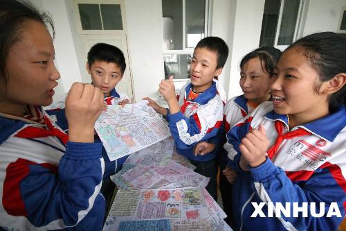 聋哑学生手抄报比赛迎国庆