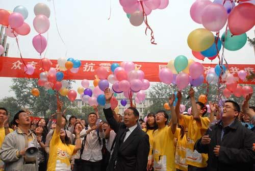 校青年志愿者协会,勤工助学服务中心等学生组织还开展了千纸鹤祝福和