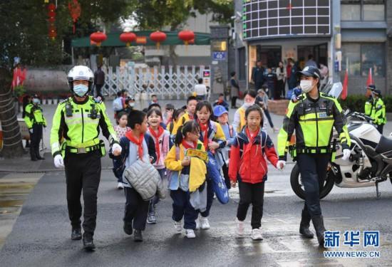 福建福州:为开学保驾护航