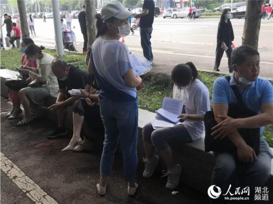 武汉市汉铁高中考点。人民网 王郭骥 摄