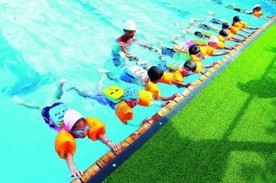 湖南省永州市:免费公益培训帮助学生掌握基本游泳知识