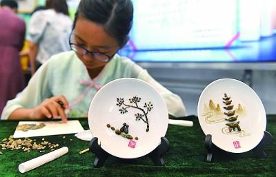 广西南宁:传承优秀文化分享欢乐假期