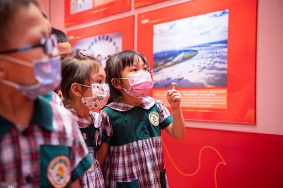 升学教育:小小少年参观红色主题展