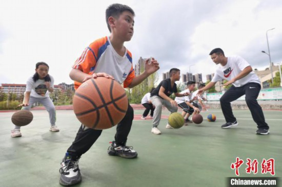 """升学教育:贵州遵义暑期托管化解""""看护难"""""""