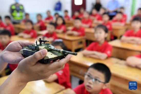 升学教育:重庆:国防教育进校园